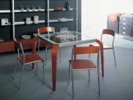 Обеденные столы с квадратной стеклянной столешницей