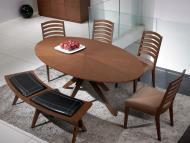 Обеденные столы с овальной деревянной столешницей