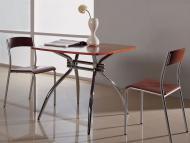 Обеденные столы с квадратной деревянной столешницей